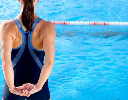Czym kierować się wybierając sportowe stroje kąpielowe